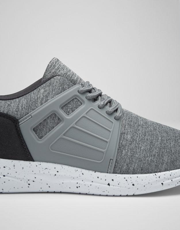 Deportivo pieza gris