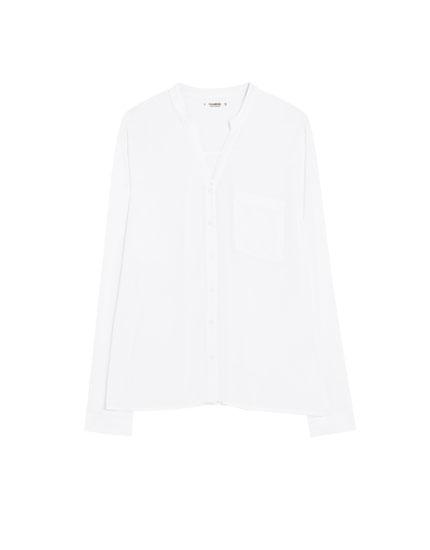Vienkāršs krekls ar stāvu apkakli
