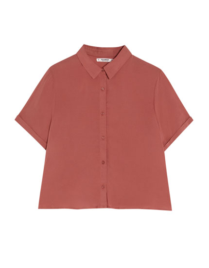 Einfarbiges Basic-Shirt