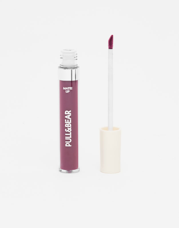 Pull & Bear - Matte lip colour - Adoration Burgundy - 1