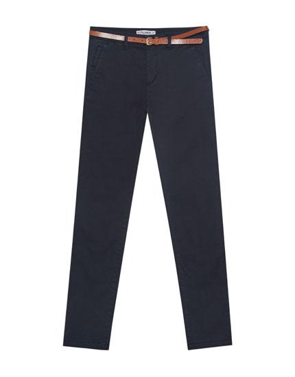 Basic chinobukser med bælte