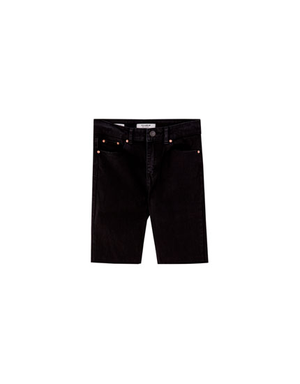Form-fitting denim Bermuda shorts