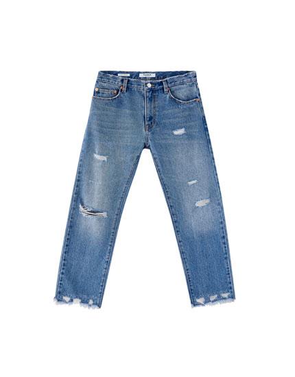 Ausgestellte Jeans mit Rissen
