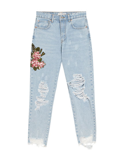 Jeans mom fit com remendo floral