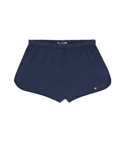 Basis ensfarvede shorts