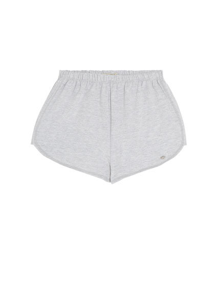 Basic short in uni kleuren
