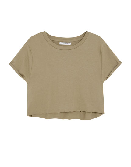 Cropped T-shirt with rolled-up sleeves