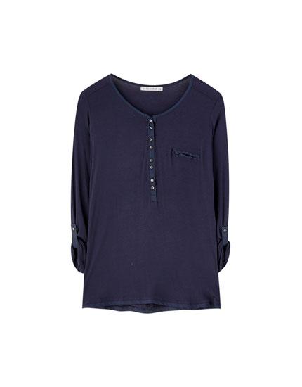Shirt mit Rundhalsausschnitt mit Knopfleiste und Knöpfen
