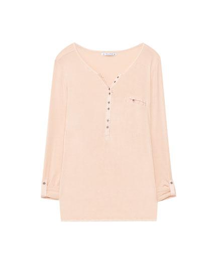 Buttoned henley neck T-shirt