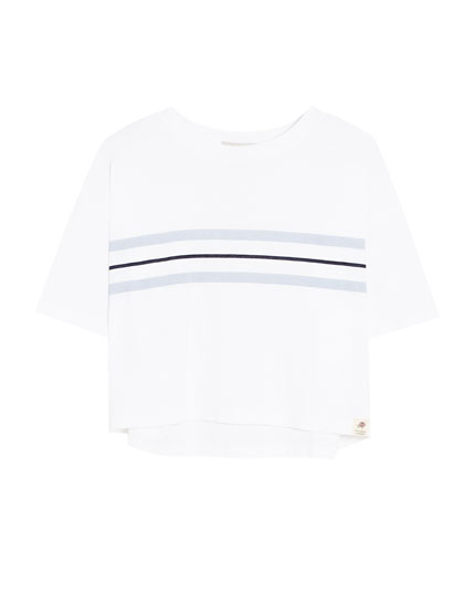 T-shirt with blue chest stripes