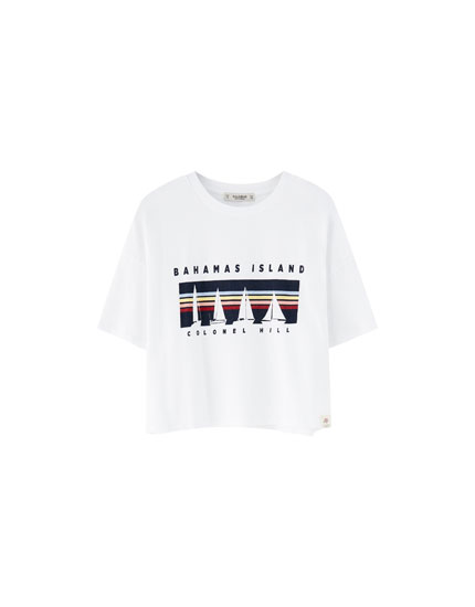 T-shirt com barcos multicolorida