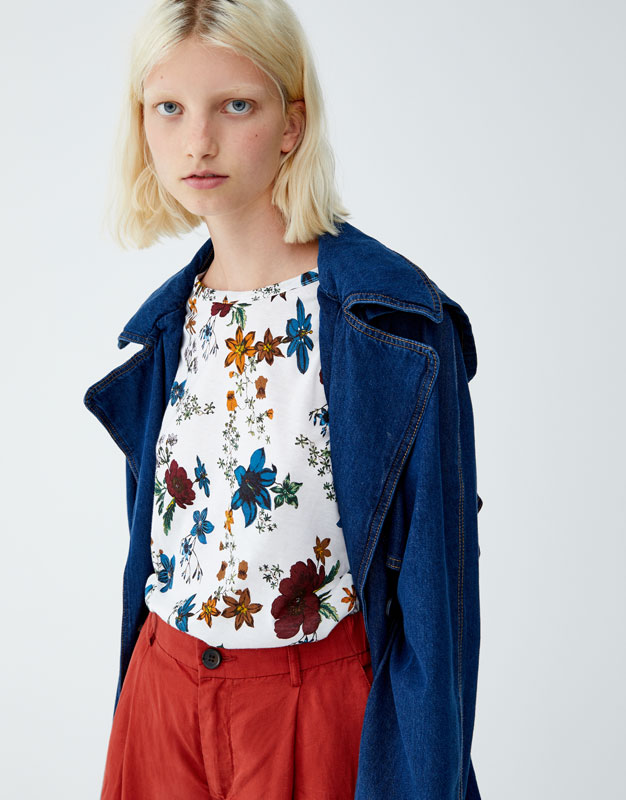 Playera Estampado Floral Allover by Pull & Bear