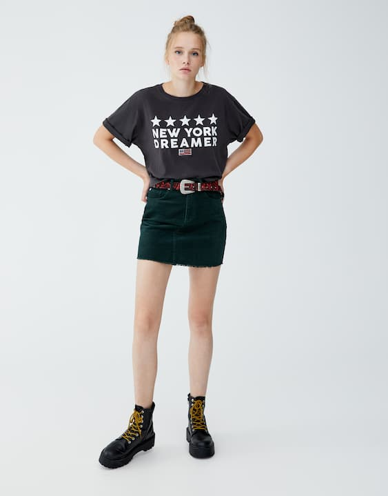 22389879 Cropped T-shirt with slogan and flag - PULL&BEAR