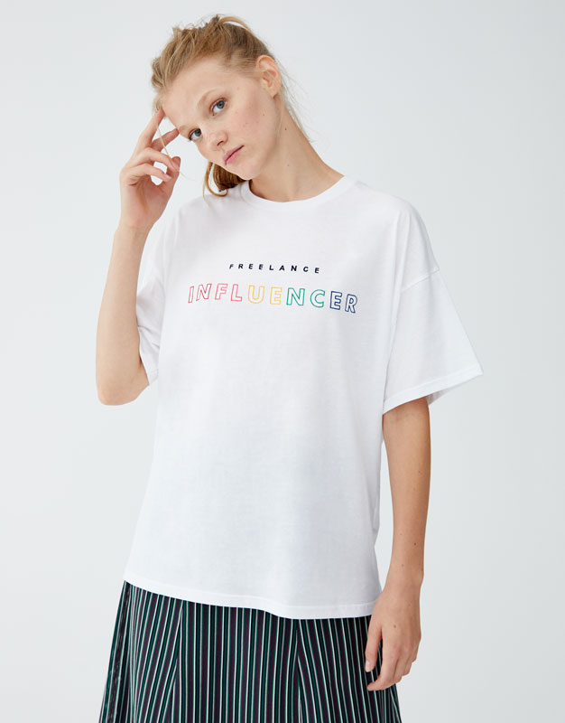 Camiseta Blanca Texto Multicolor by Pull & Bear