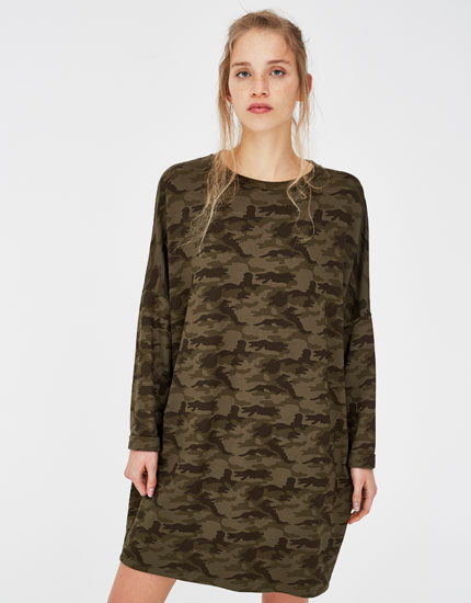 Camouflage cocoon dress with turn-up sleeves