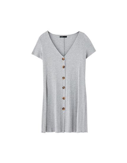 Vestido canelado com botões