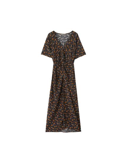 Sukienka midi z drapowanym dekoltem