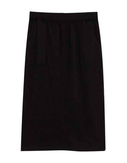 Ensfarvet midi-nederdel