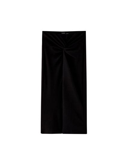 Ensfarvet sort nederdel