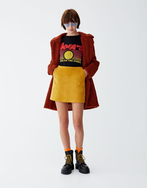 Minispódniczka Ze Sztucznego Zamszu Ze Stębnowaniem by Pull & Bear