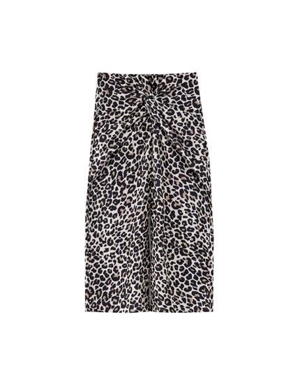 Nederdel med slids og leopardprint