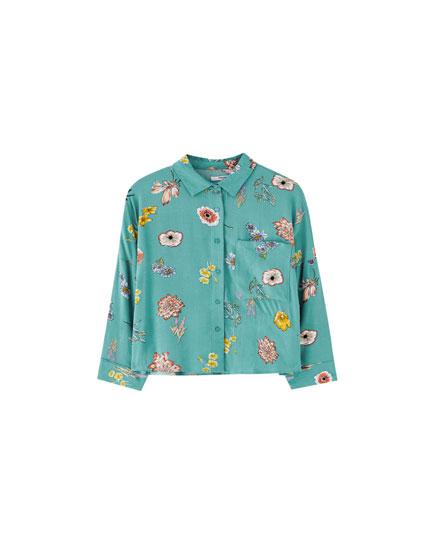Vienkāršs krekls ar ziedu rakstu