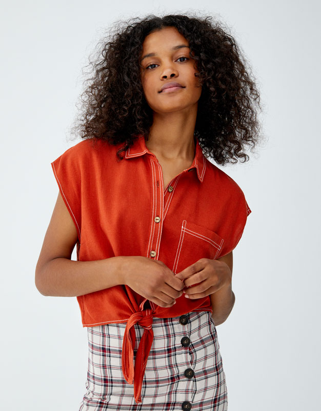 c82075f561 Shoptagr | Shirt With Contrasting Topstitching And Knot by Pull & Bear
