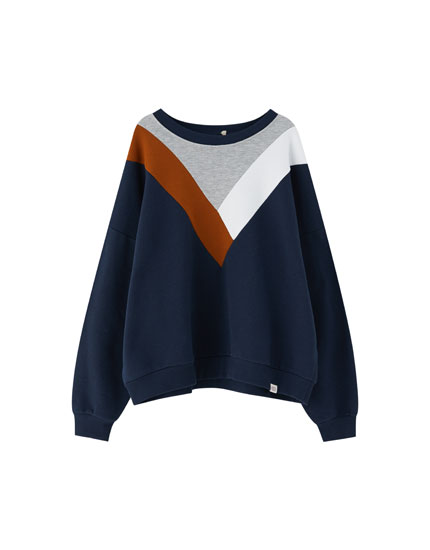 Sweatshirt with three-tone V-shaped panels