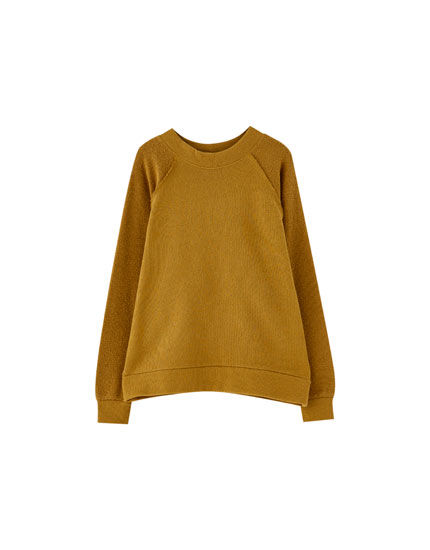 Textured ochre sweatshirt