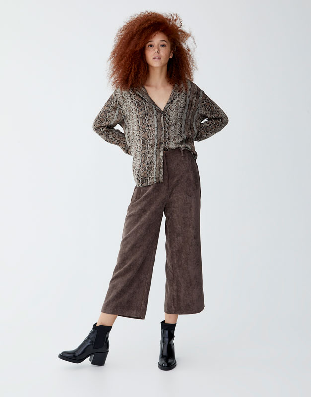 Pantaloni Culottes In Velluto A Costine by Pull & Bear