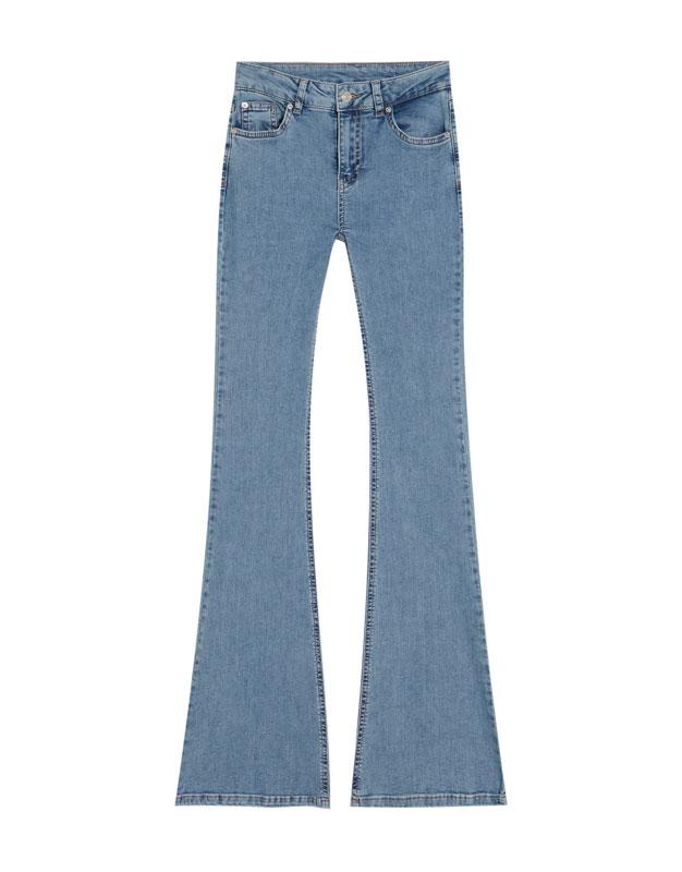 Τζιν παντελόνι καμπάνα με κανονική μέση - PULL BEAR d10f8e4c8c6