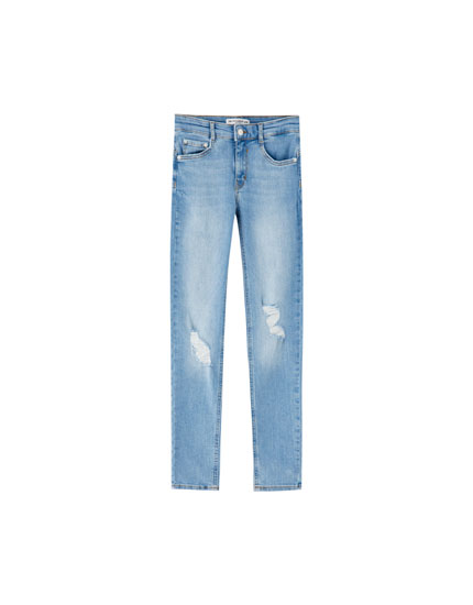 Push-up-Jeans mit Rissen