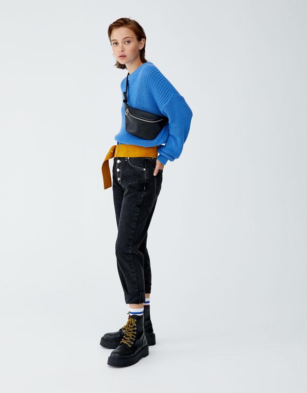 Mom Fit Jeans, Knoopsluiting Aan De Buitenkant by Pull & Bear