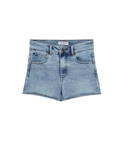 Shorts denim push up tiro medio