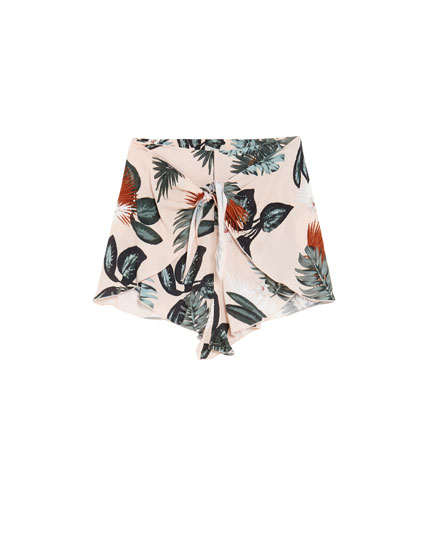 Shorts estampado tropical