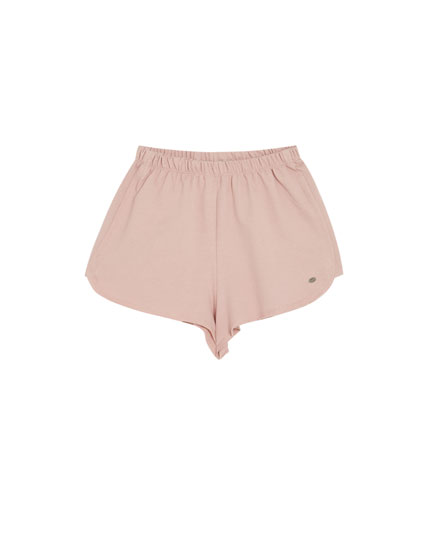 Farbige Basic-Shorts