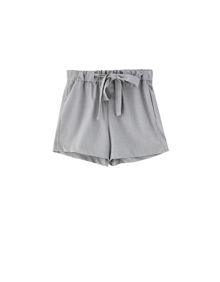 Plain shorts with tie belt