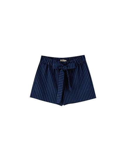 Tailored shorts with thin stripes and bow