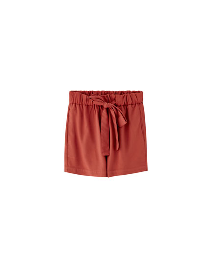 Basic shorts with tie belt
