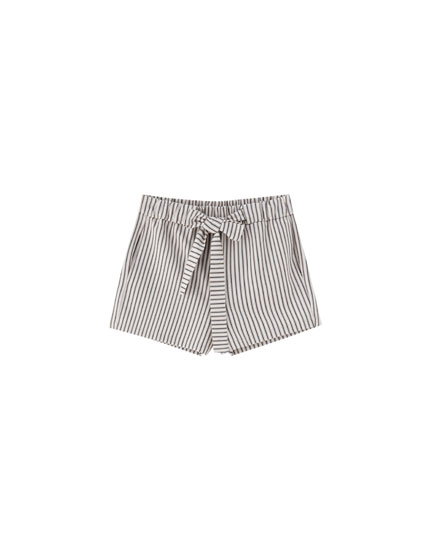 Tailored shorts with tie