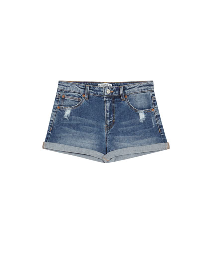 Denim shorts, mid waist.