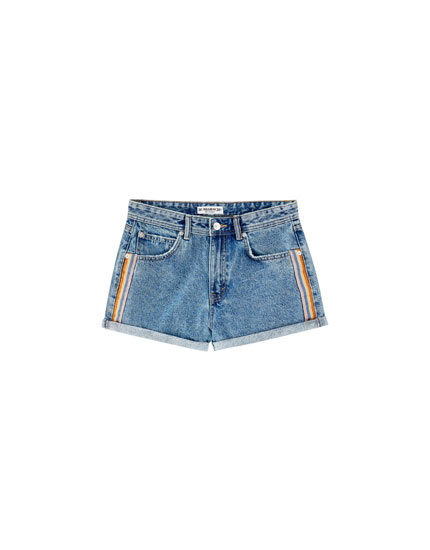 Pantalons curts denim mom fit llista lateral