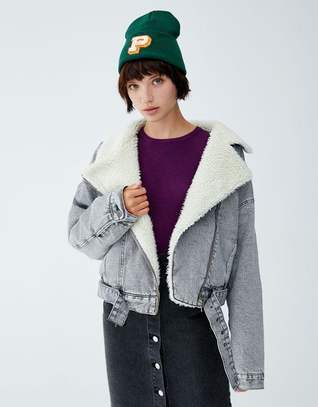 Укороченная джинсовая куртка с подкладкой из искусственной овчины by Pull & Bear
