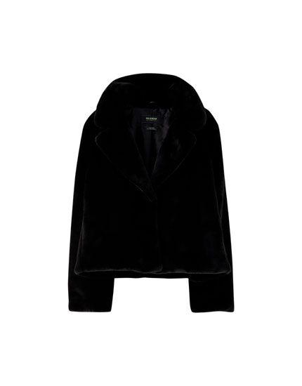 Short faux fur jacket with lapel collar