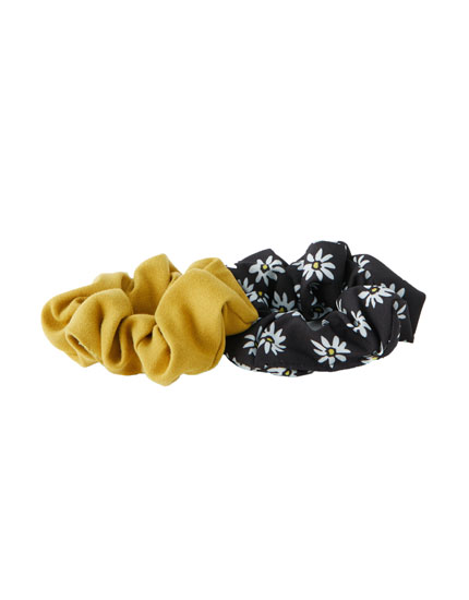 Pack of daisy scrunchies