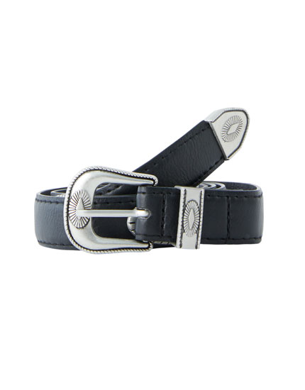 Belt with buckle and oval detail