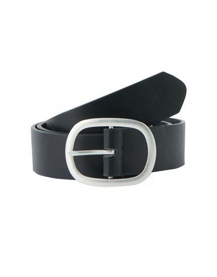 Belt with oval buckle