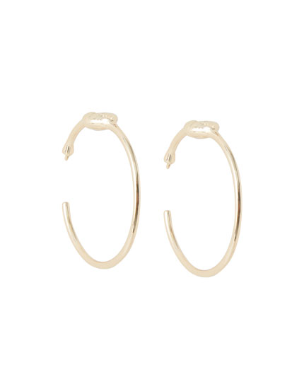 Hoop earrings with shell