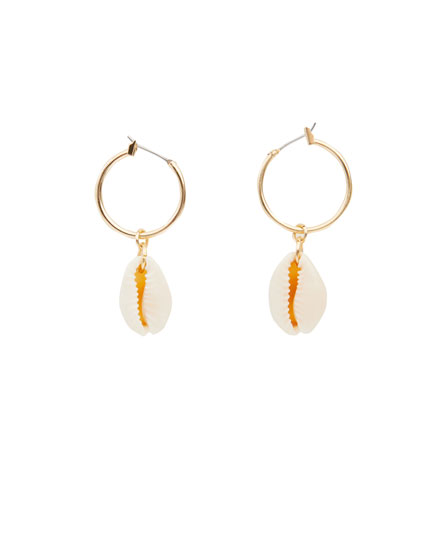 Hoop earrings with shells