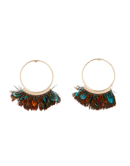 Hoop earrings with feathers
